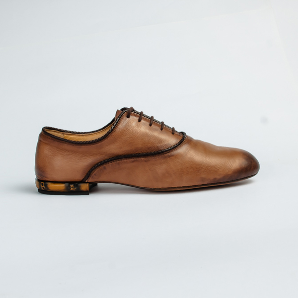 Gucci tan brown lace-up