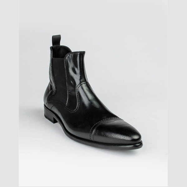 Doucals black pointed cap toe boot