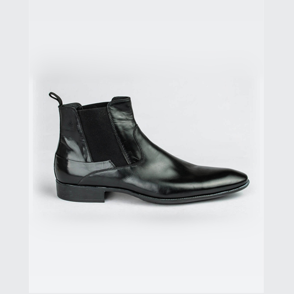 Doucals black pointed Chelsea boot
