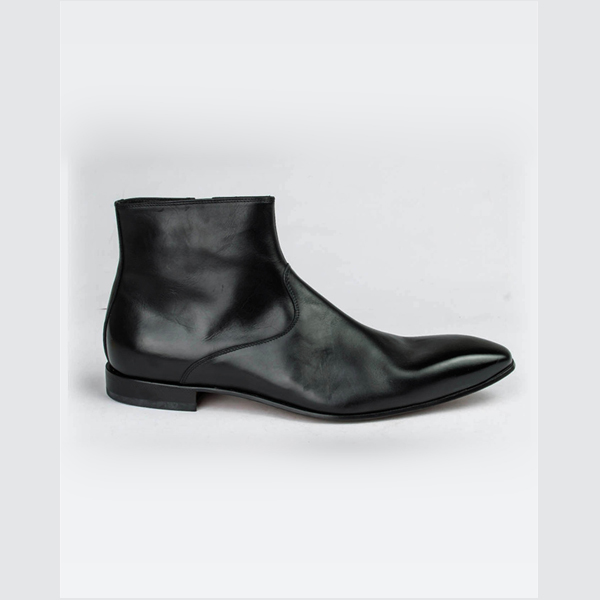 Doucals black pointed ankle boot with Zipper