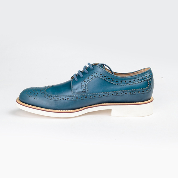 Tod's luxurious blue lace-up Brogues shoe